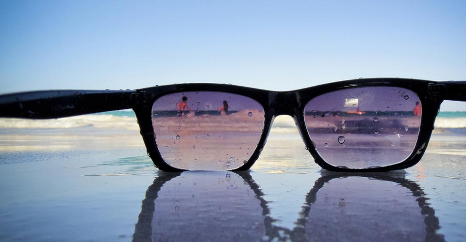 El Colegio de Ópticos y Cruz Roja aconsejarán en las playas sobre gafas de sol