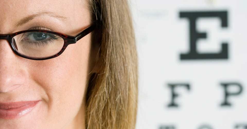 Ópticos y Oftalmólogos deben ir de la mano